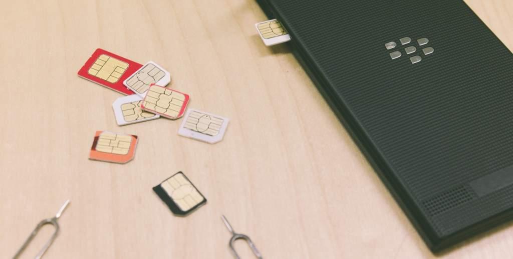 散らばったSIMカード