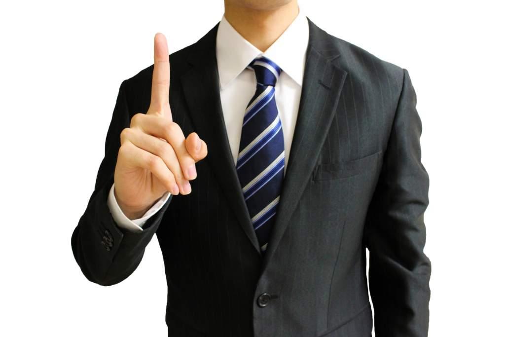 ポイントを説明するビジネスマン