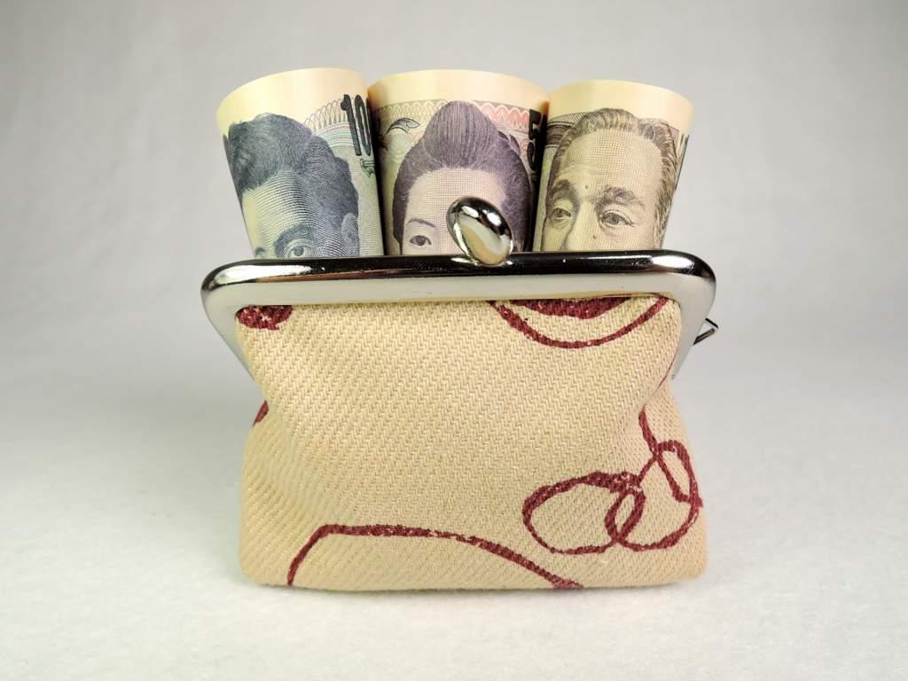 財布にお札イメージ2