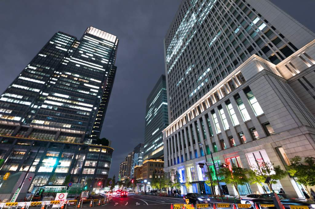 東京駅丸の内北口信号前(夜景)
