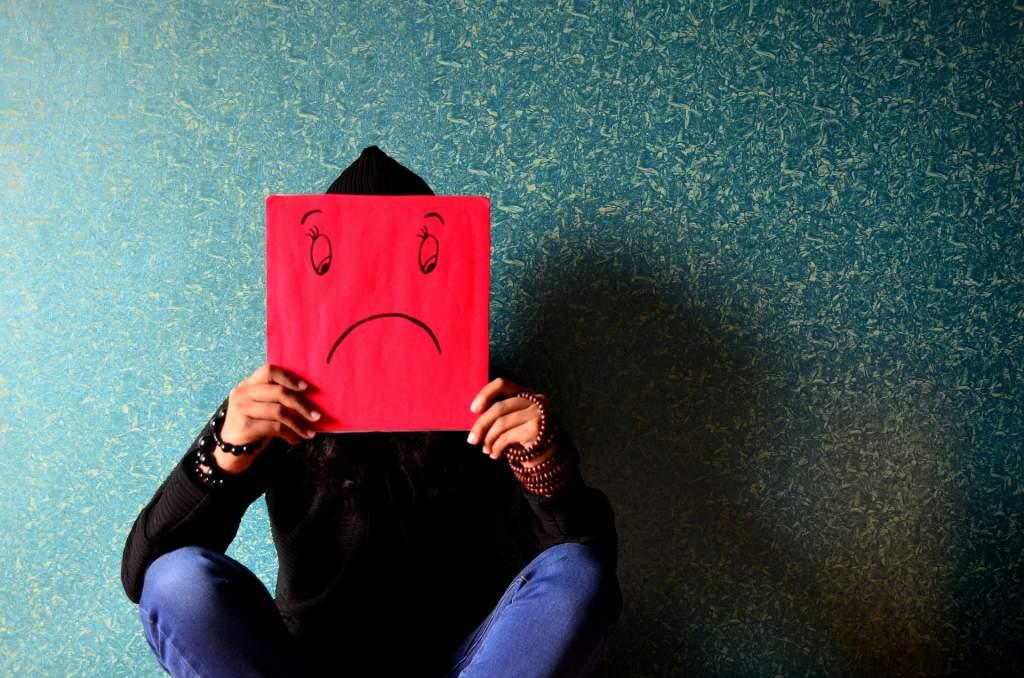 悲しい表情