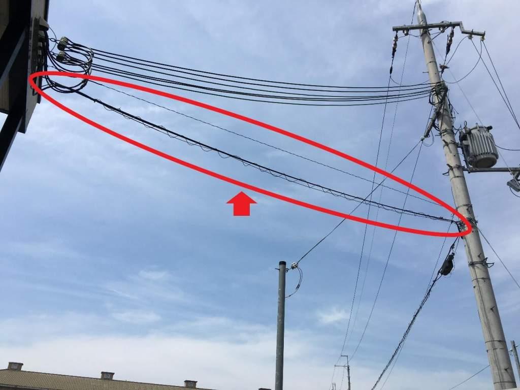 電柱にひかれる光回線