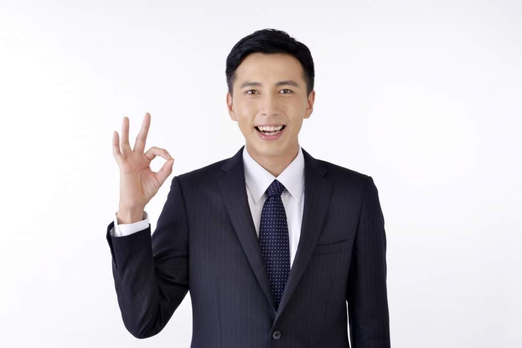 OKポーズをするビジネスマン