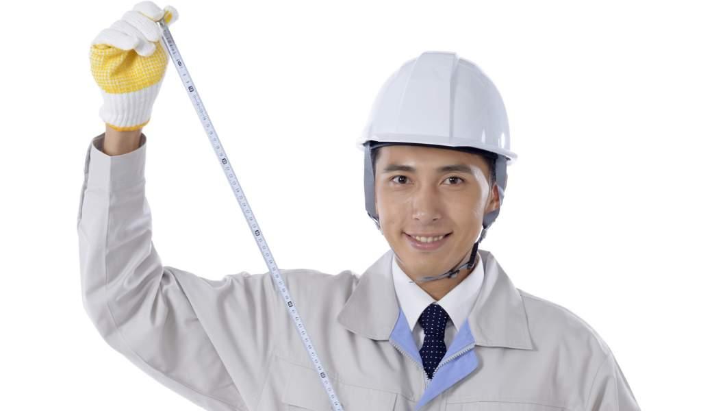 工事作業員の男