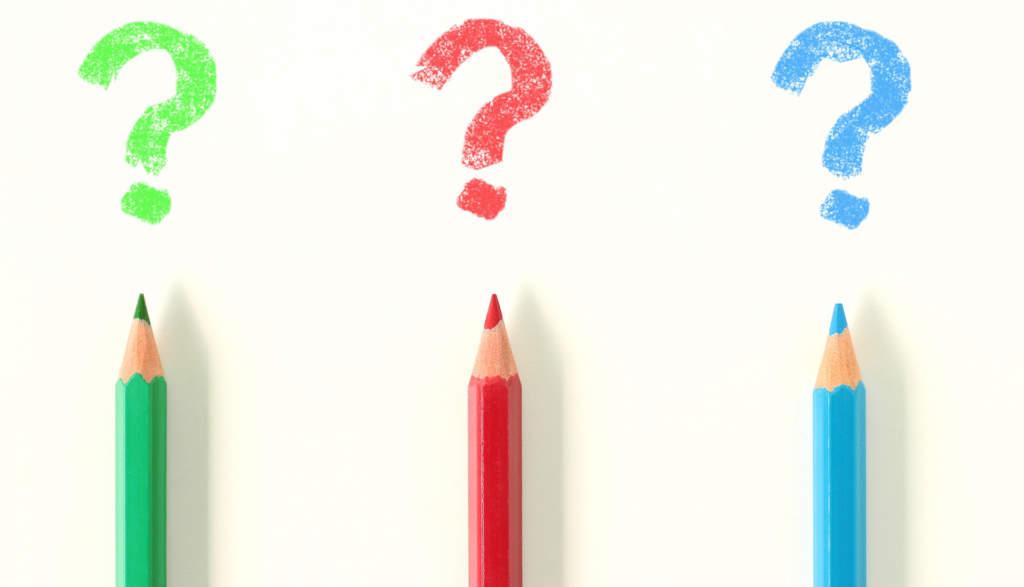 色鉛筆で書かれたクエスチョン