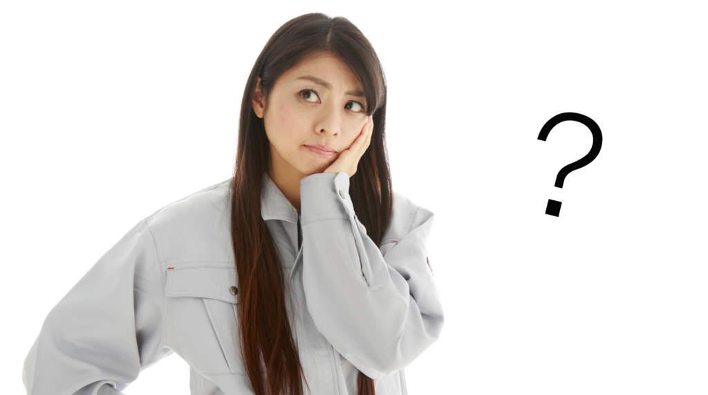 疑問を持つ工事作業員の女性