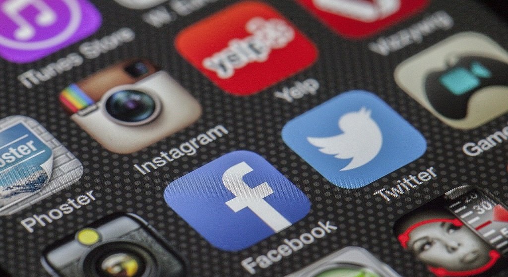 instagramやfacebook